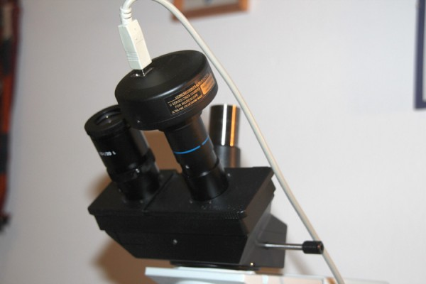 The camera can also be attached in place of an eyepiece – another view.